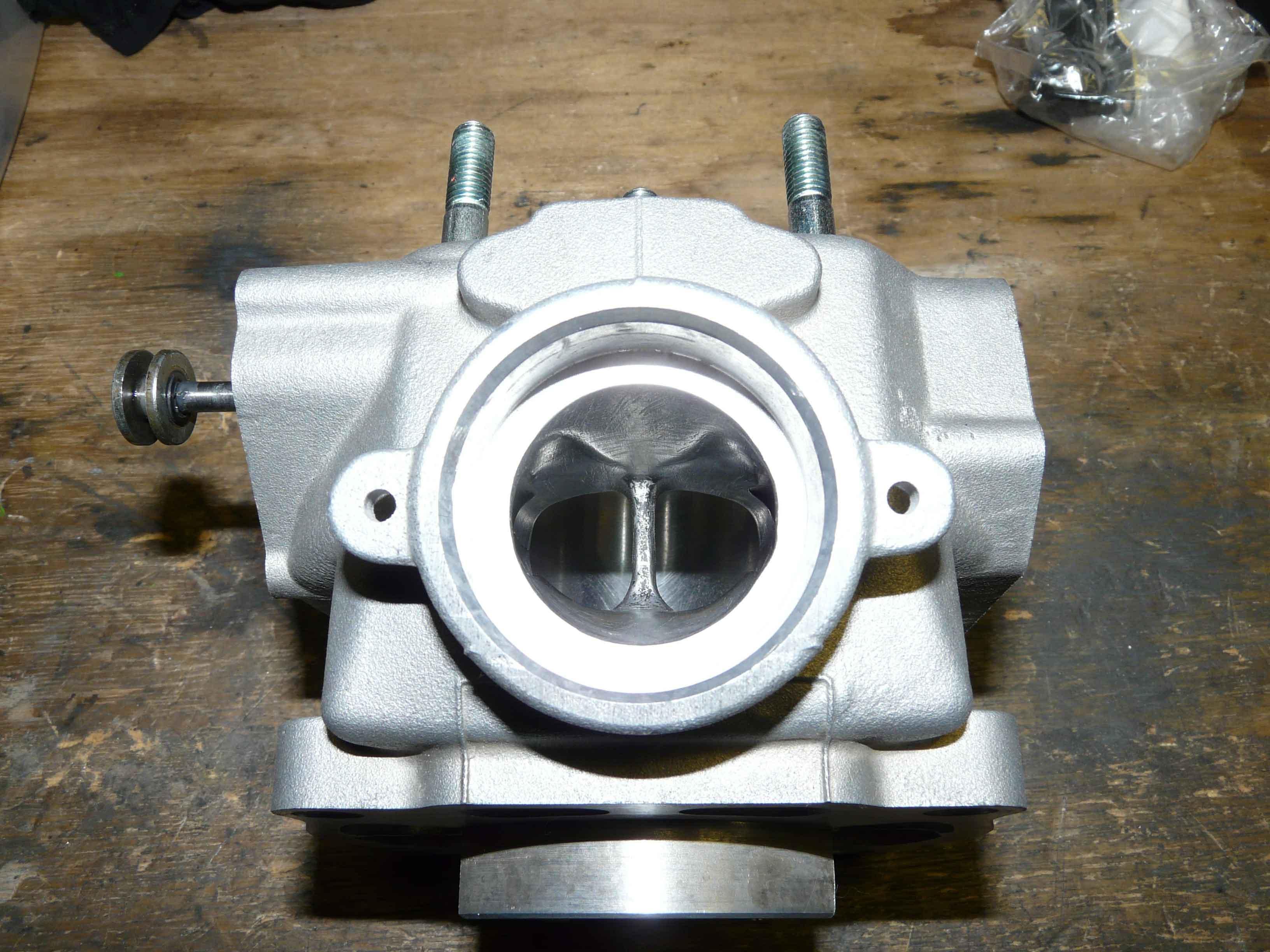 Kawasaki Kmx  Piston Kit
